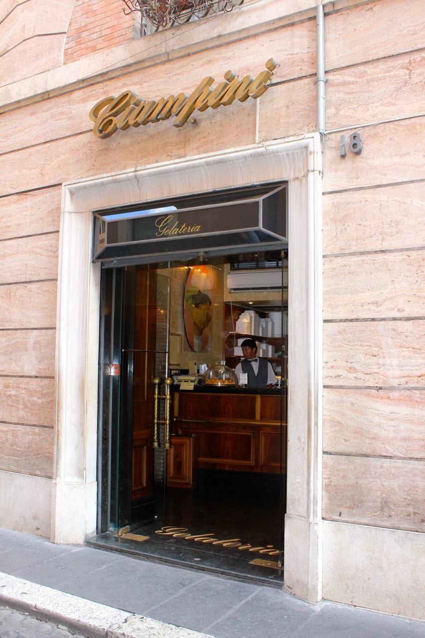 entry to ciampini gelateria