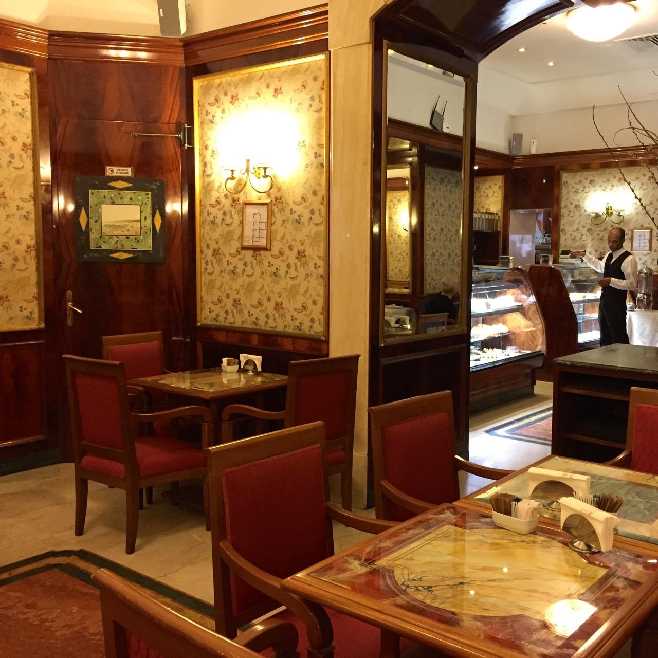 grand cafe piazza di pietra