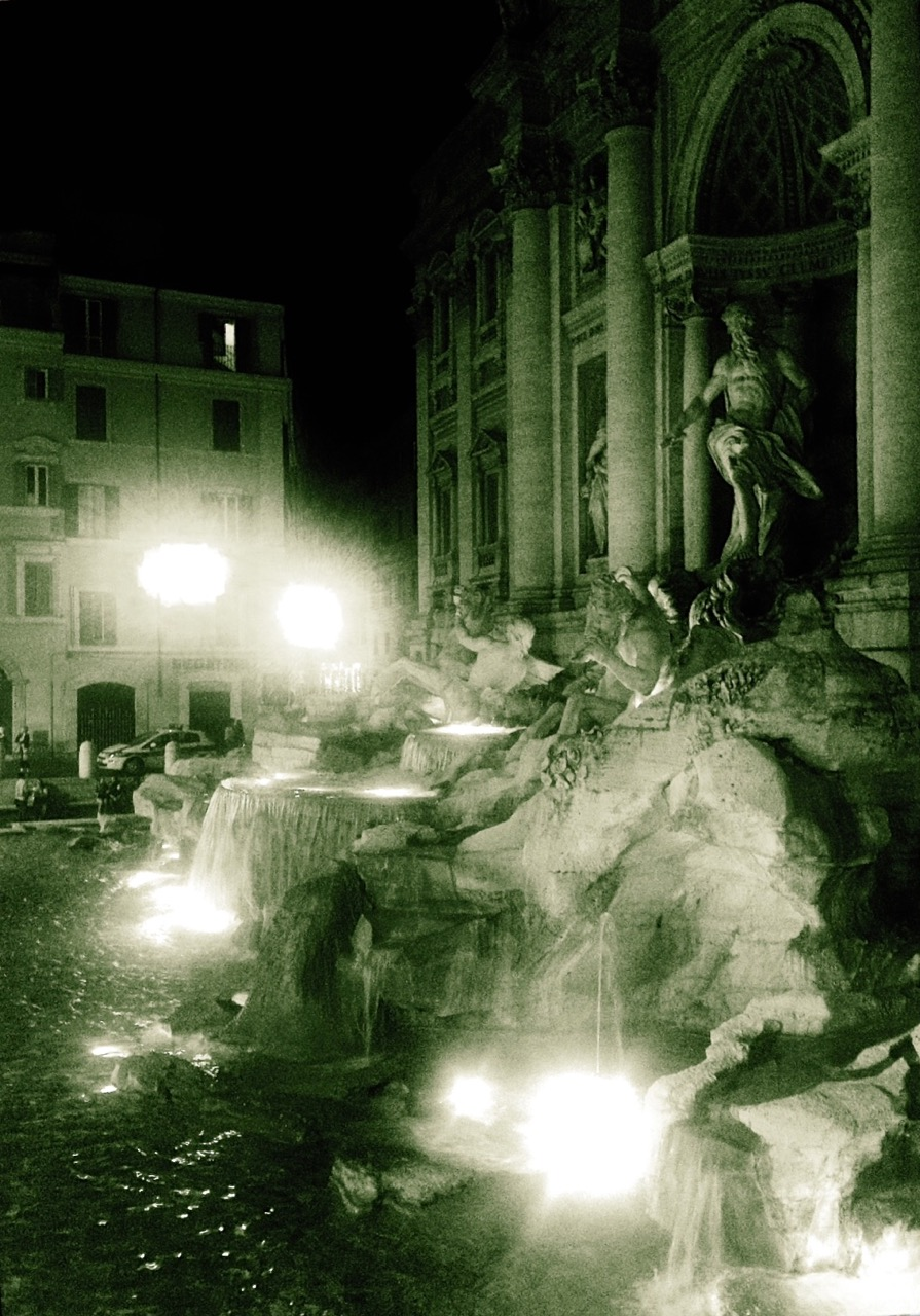 trevi fountain very late at night