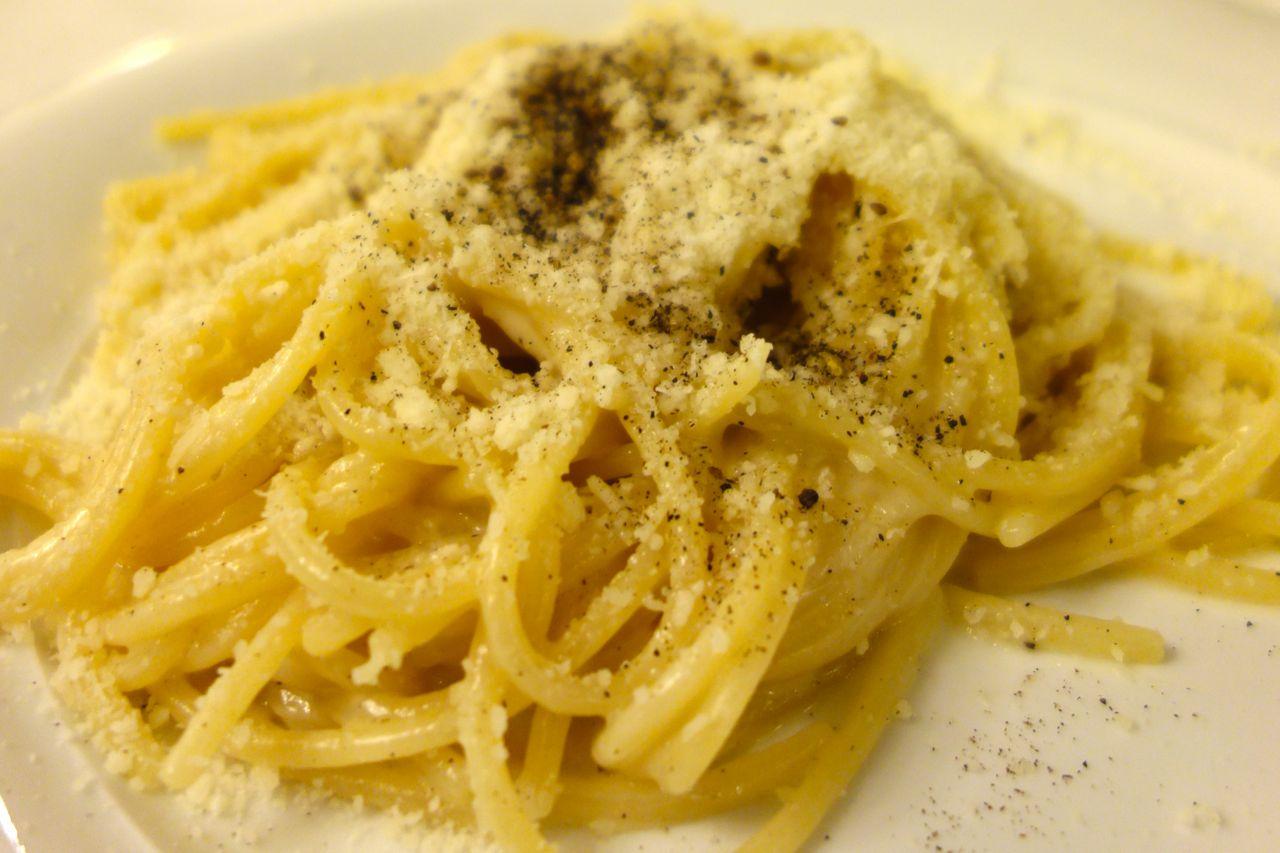 spaghetti cacio e pepe roberto e loretta
