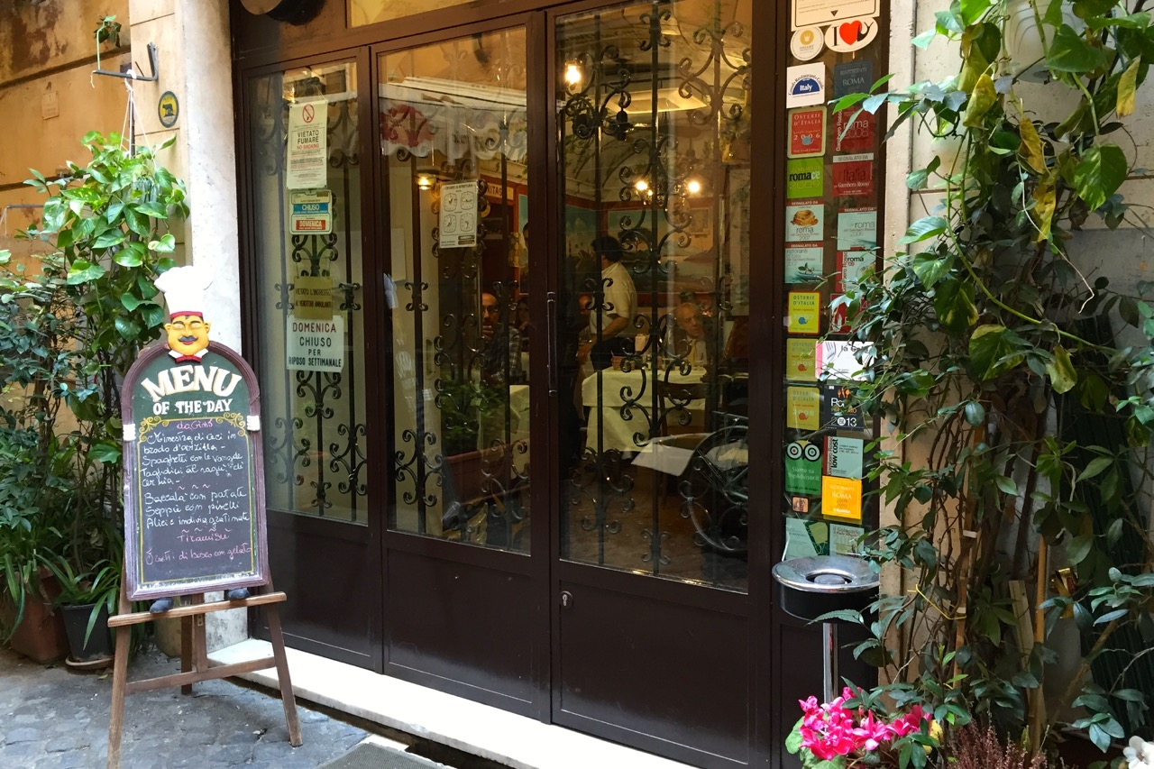 entrance to dal cavalier gino