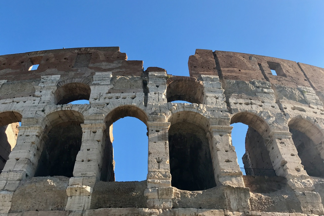 holes in the rome colosseum