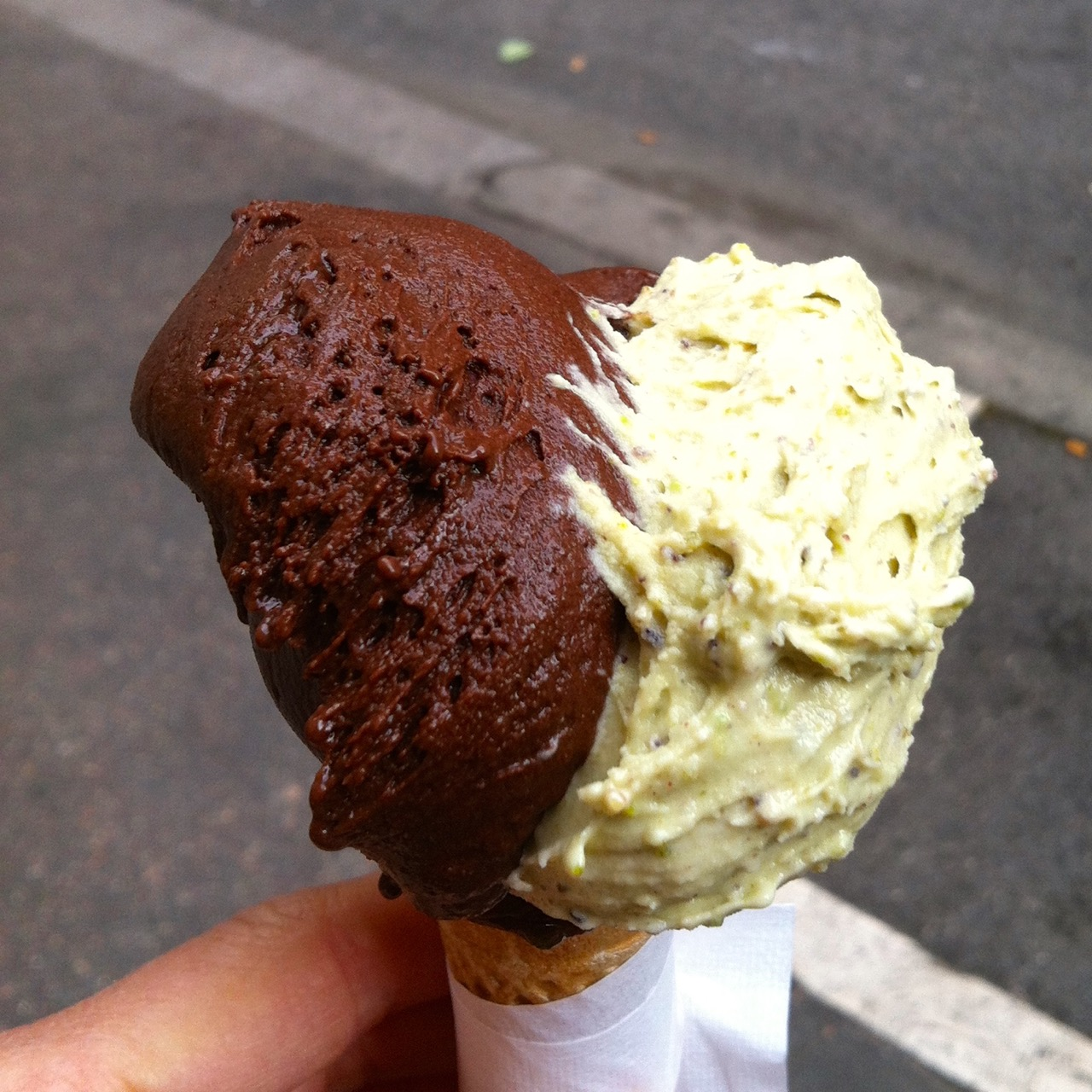 pistachio and dark chocolate gelato gelateria dei gracchi