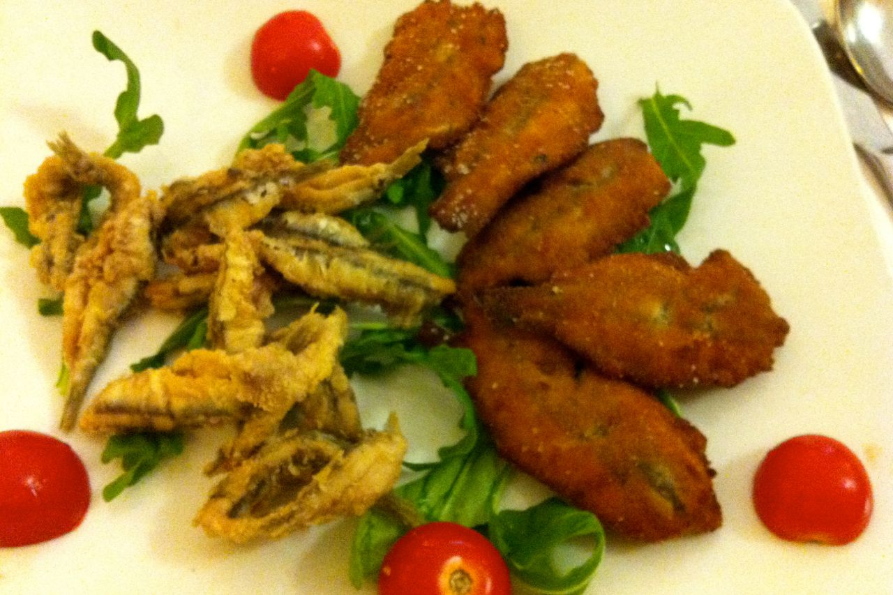 fried anchovies ...two ways, at l'angoletto