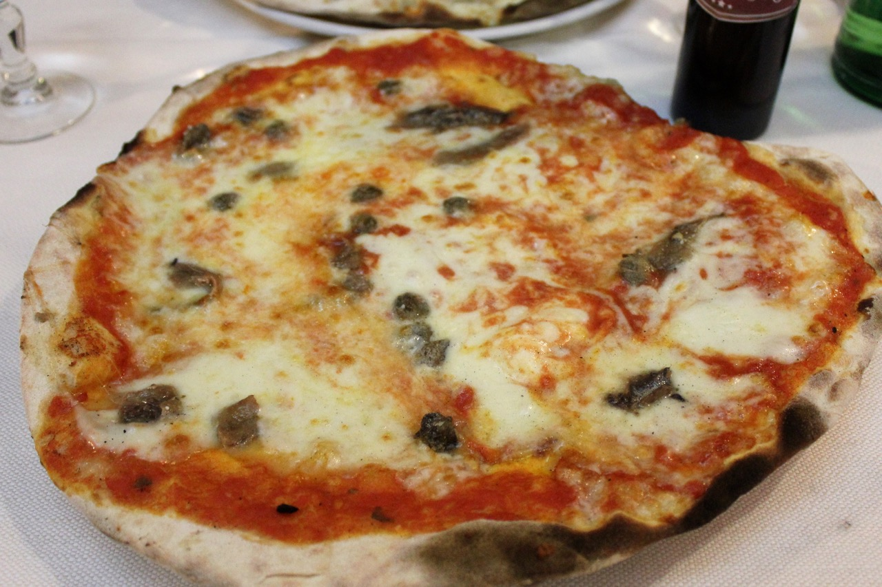 pizza napoli at li rioni