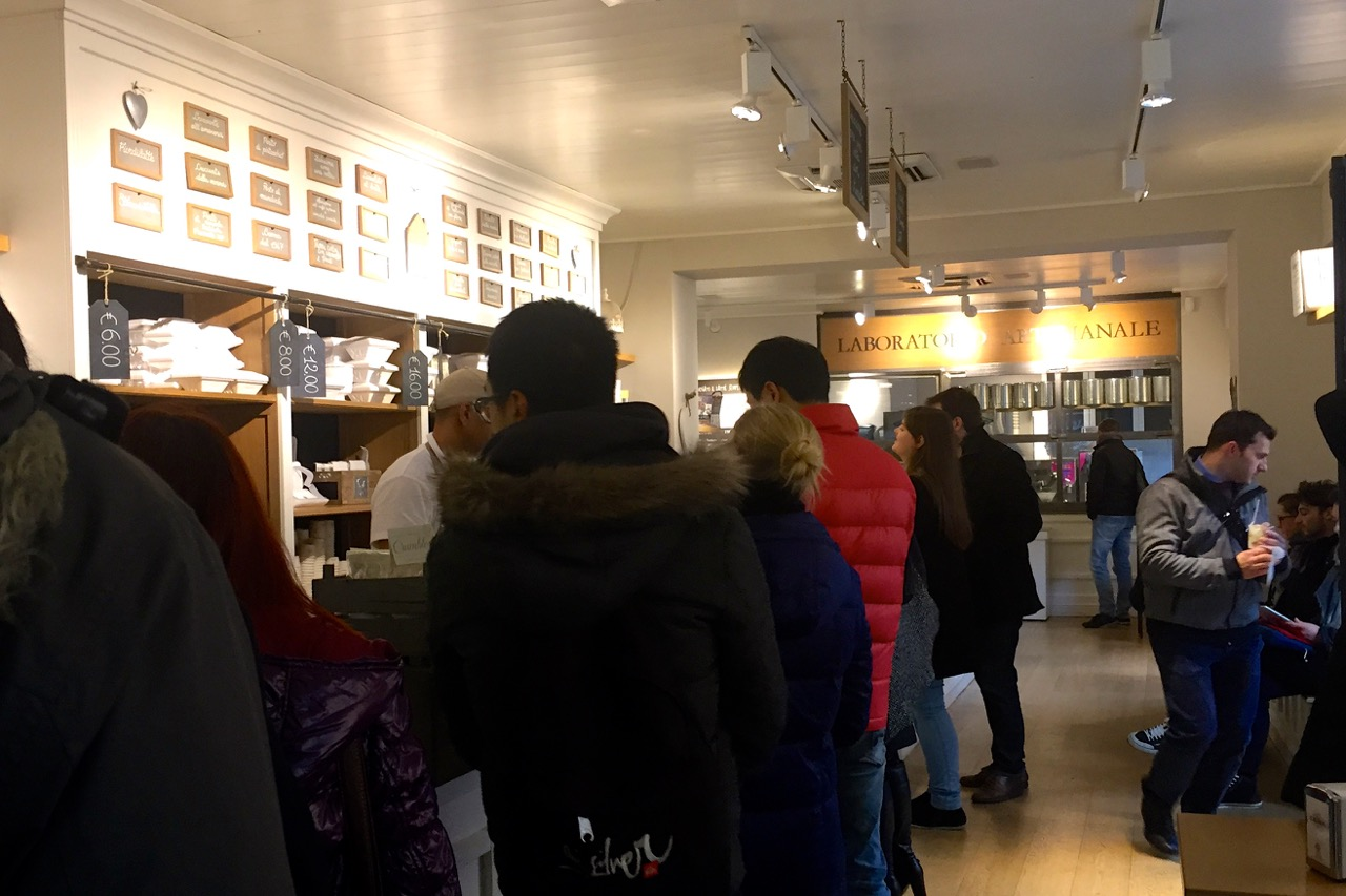 gelateria la romana queue in winter