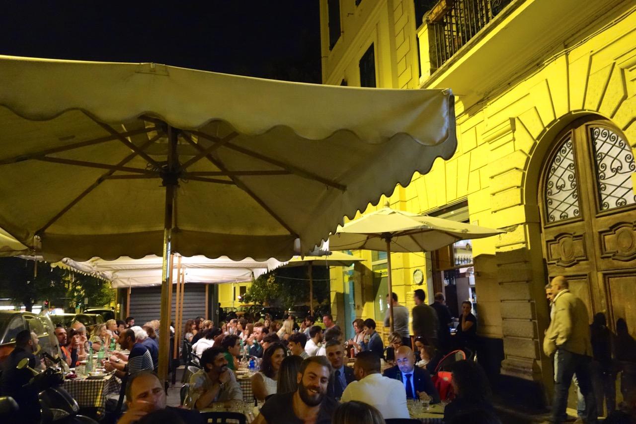 eating outside in rome in september