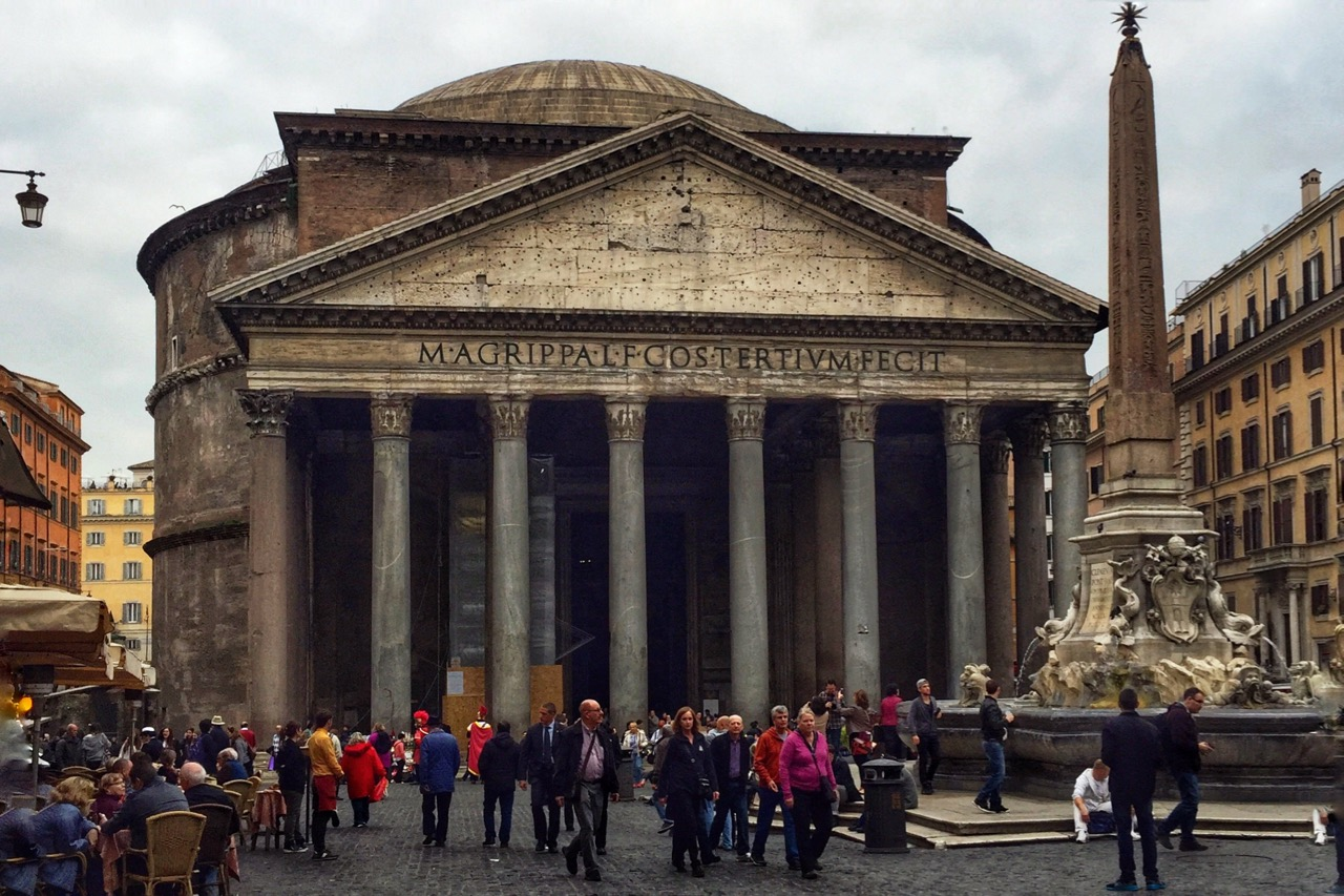 visit the rome pantheon while it rains