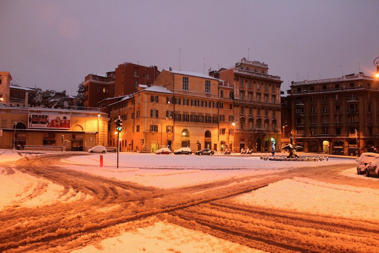 piazza Barberini snow