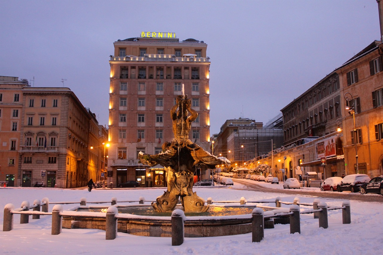 piazza barberini in the snow