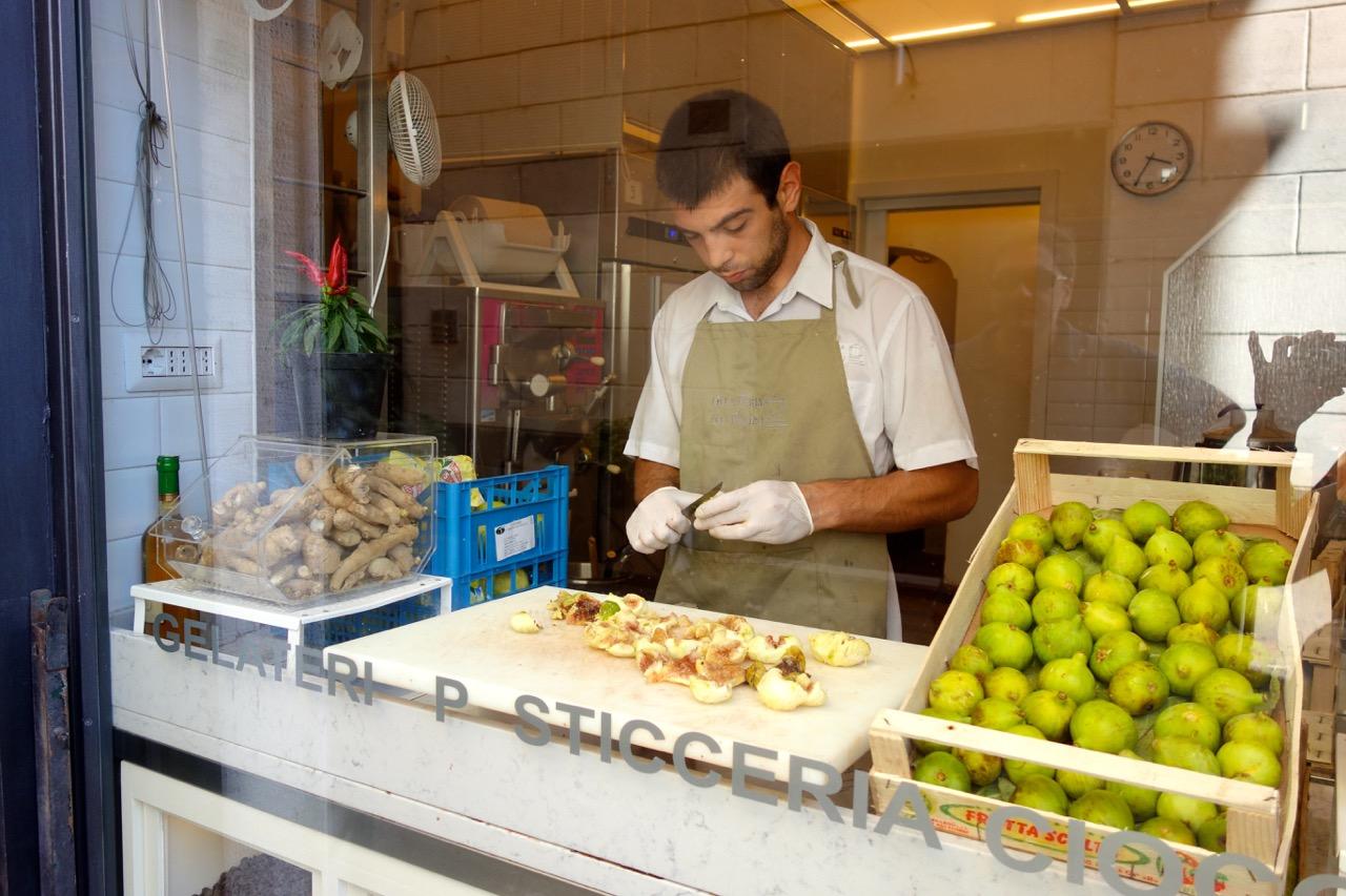 slicing figs for gelato at gelateria il teatro