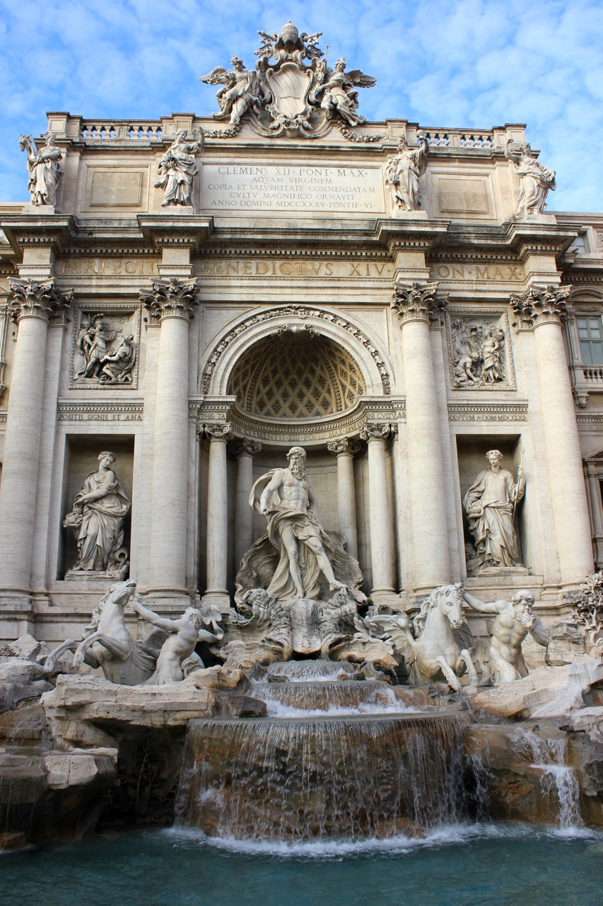 trevi fountain center closeup