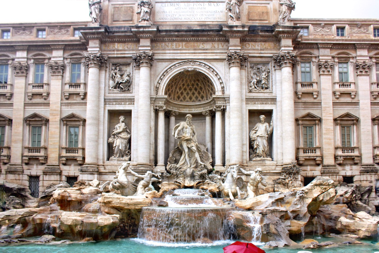 trevi fountain in the rain