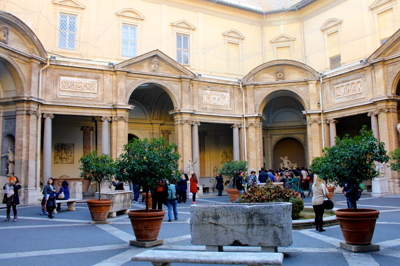 octagonal courtyard of vatican museums