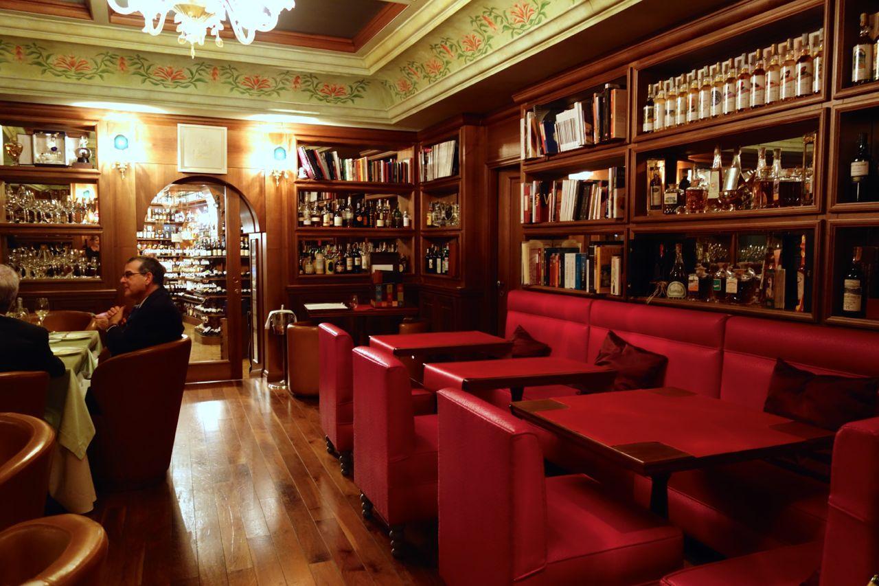 wine-tasting room at achille al parlamento