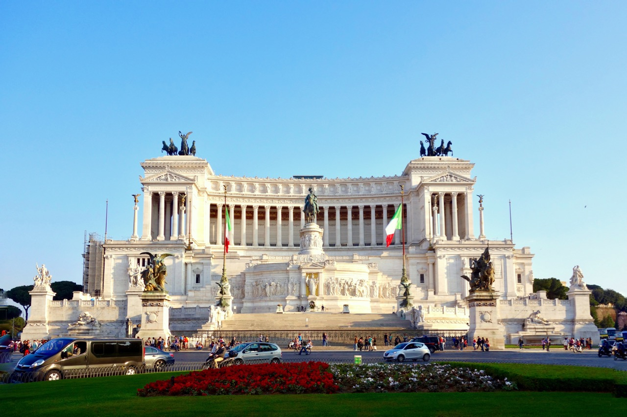 Piazza Venezia wedding cake in Rome
