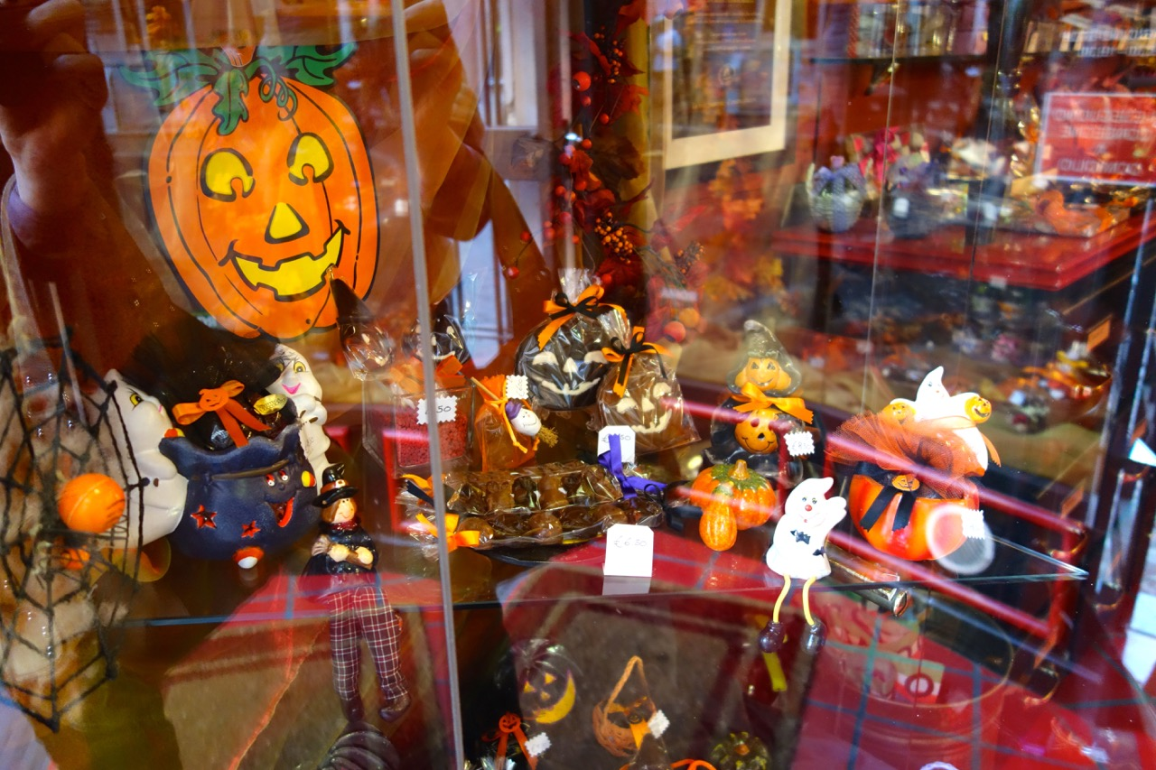 shop window for halloween in rome
