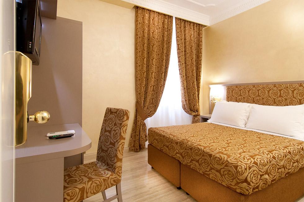 hotel fellini at Piazza Barberini