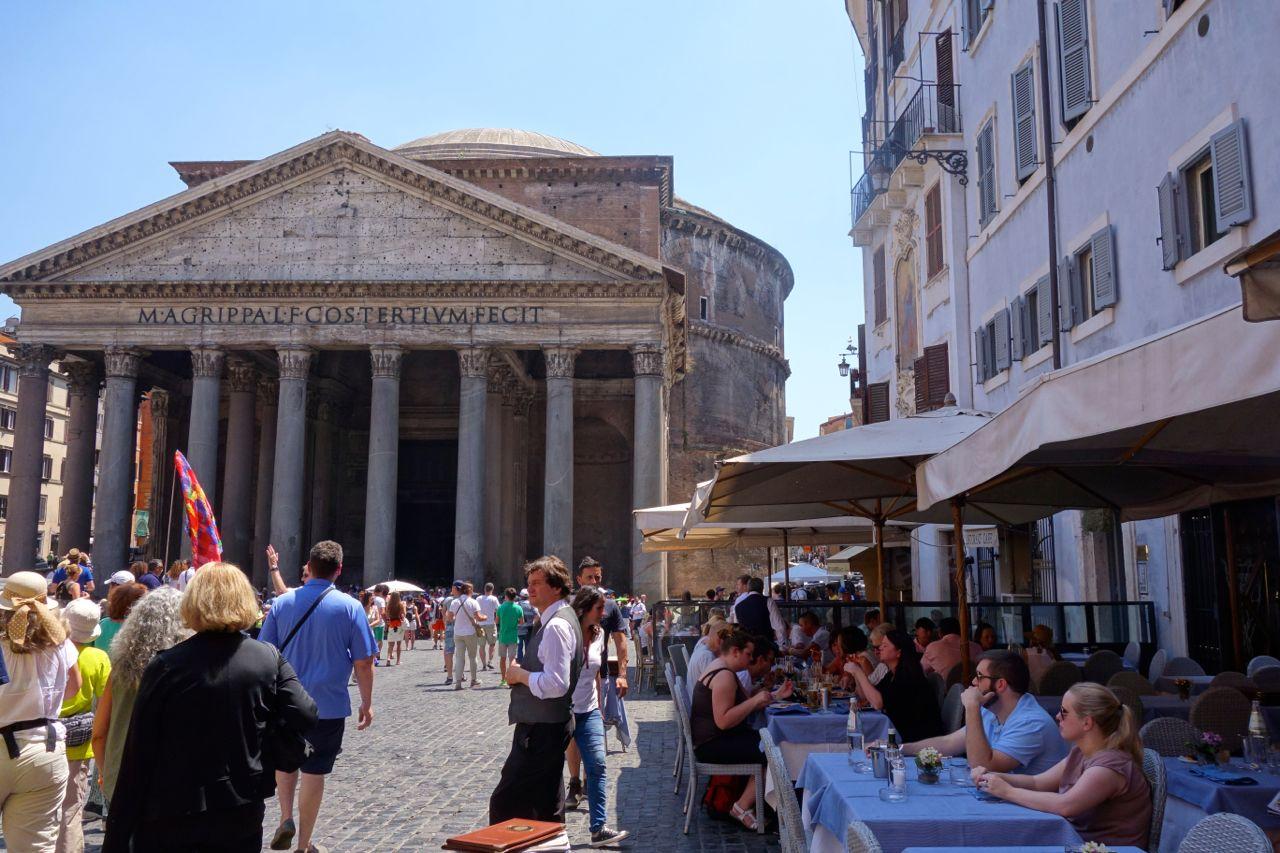 piazza della rotonda with pantheon and restaurants
