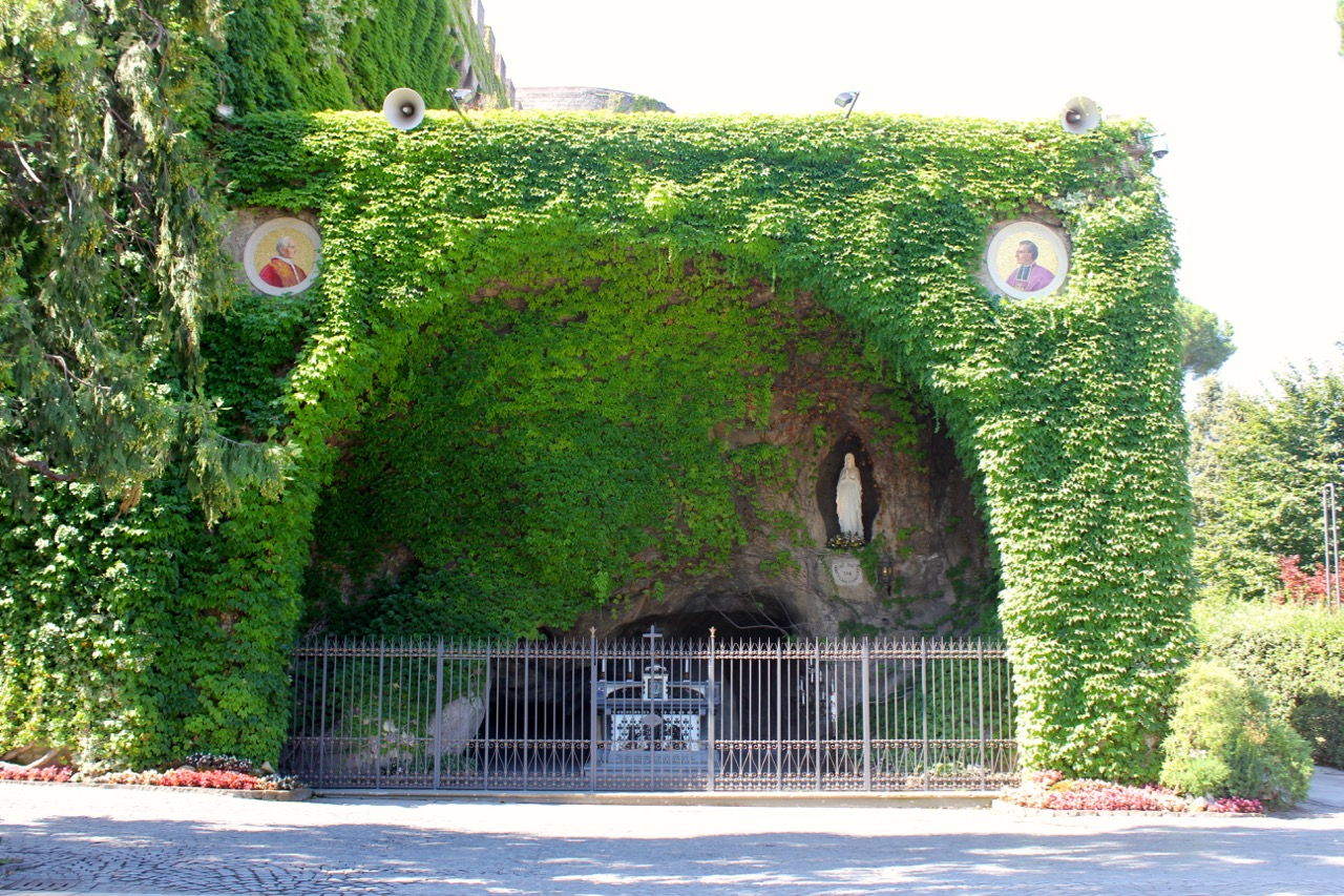 replica of grotta di lourdes in vatican garden