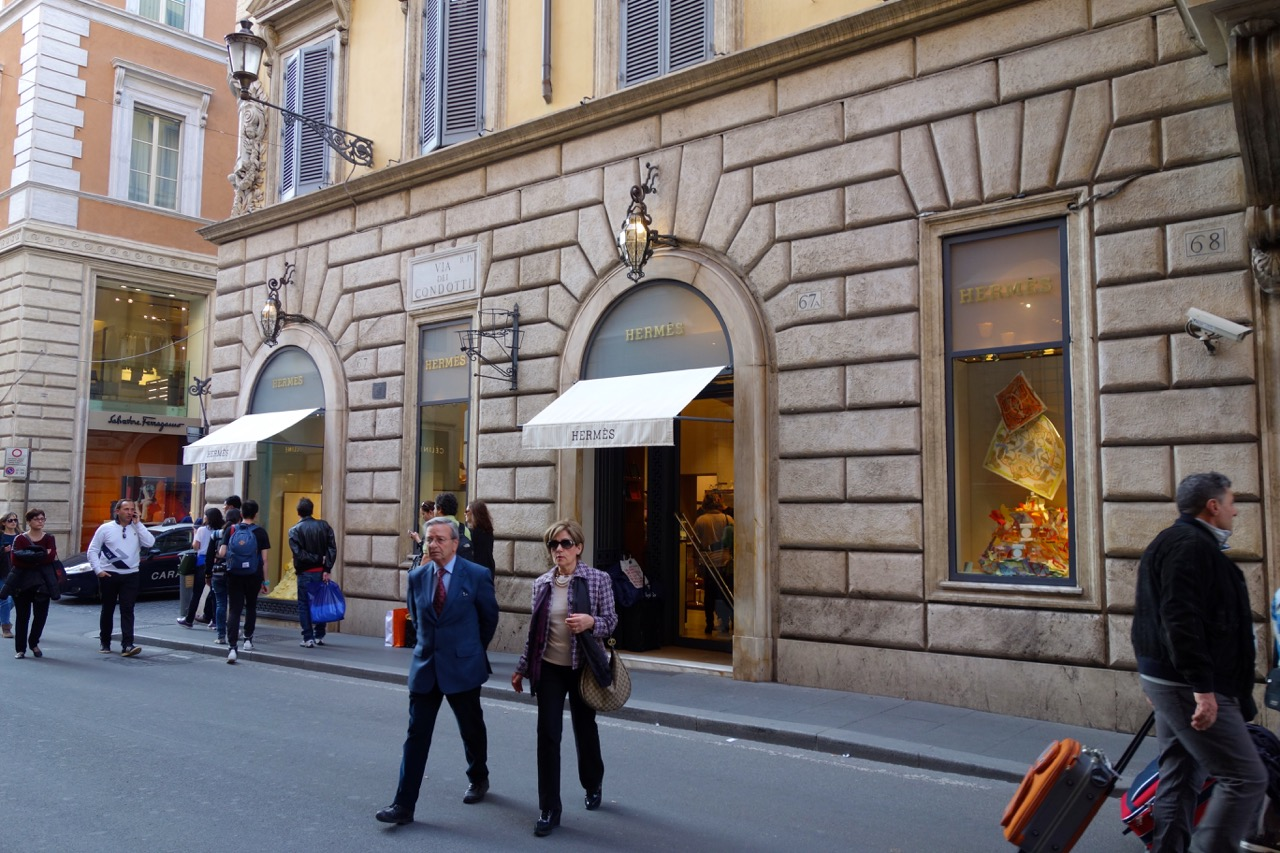 luxury shopping on via condotti in rome